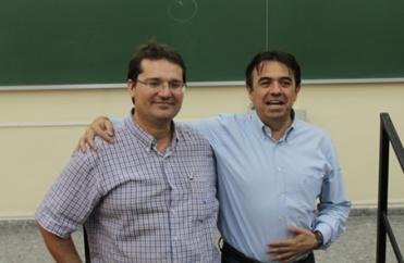 Mulet y Martí Domínguez, profesor de divulgación científica, en la charla universitaria