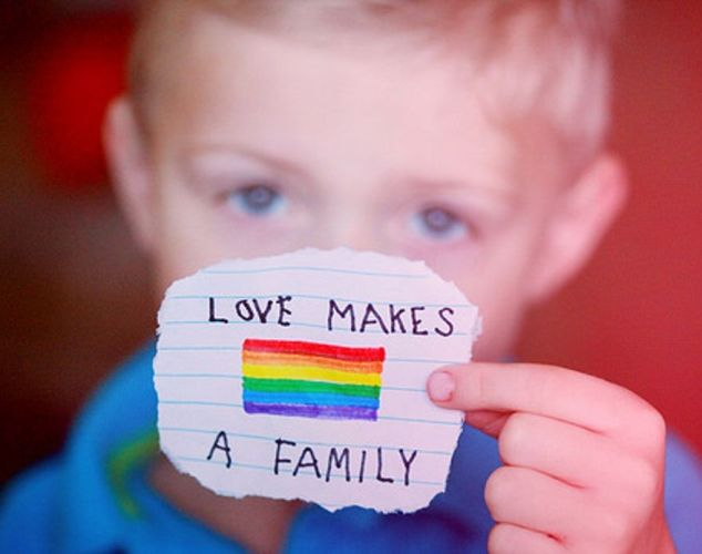 homosexualidad-niño-arcoiris-comp